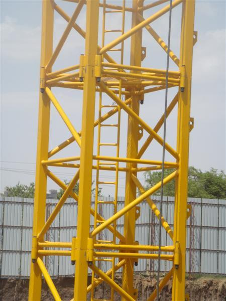 Self Erecting Potain Tower Crane 12 Tons , 1.6x1.6x3m Mast Section