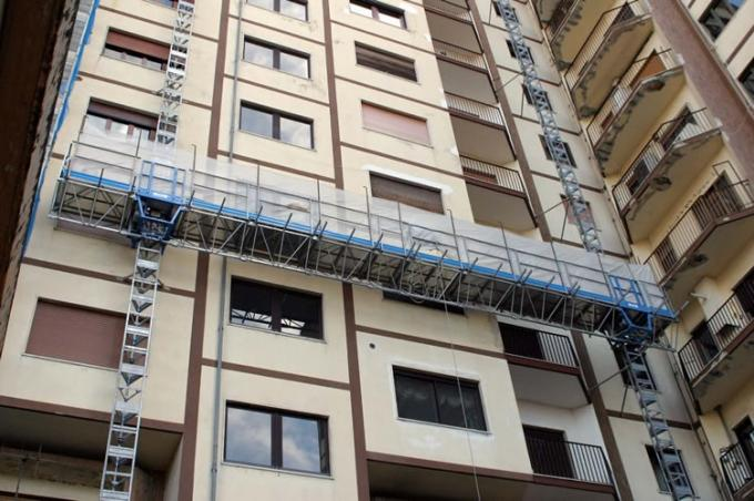 150m Height Single Aerial Lifting Mast Climbing Work Platform For Building Construction