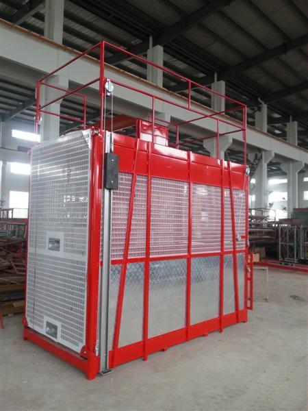 Construction Double Cage Hoist Mast Climbing Platform With Operator Cab
