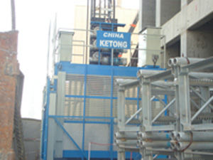 VFD Platform Personnel Hoist , Building Lifter High Speed 0 - 96 m/min