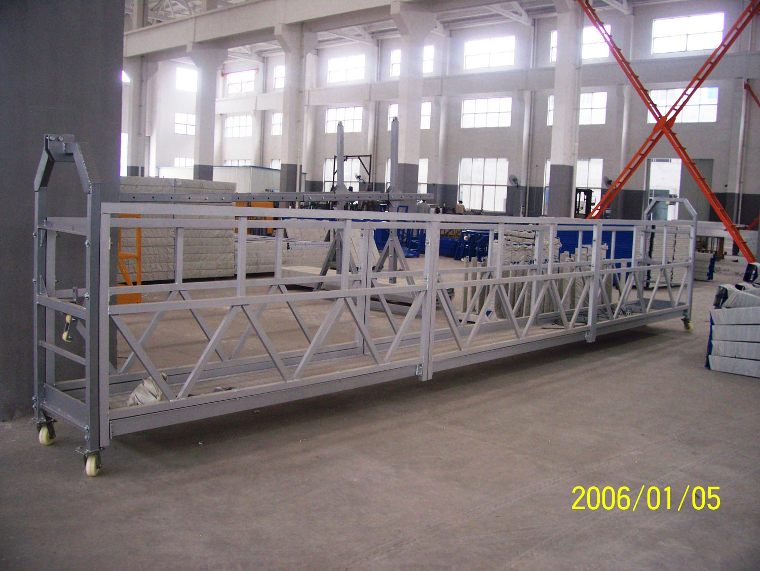 Aerial Lifting Powered Suspended Access Platform for Wall Construction